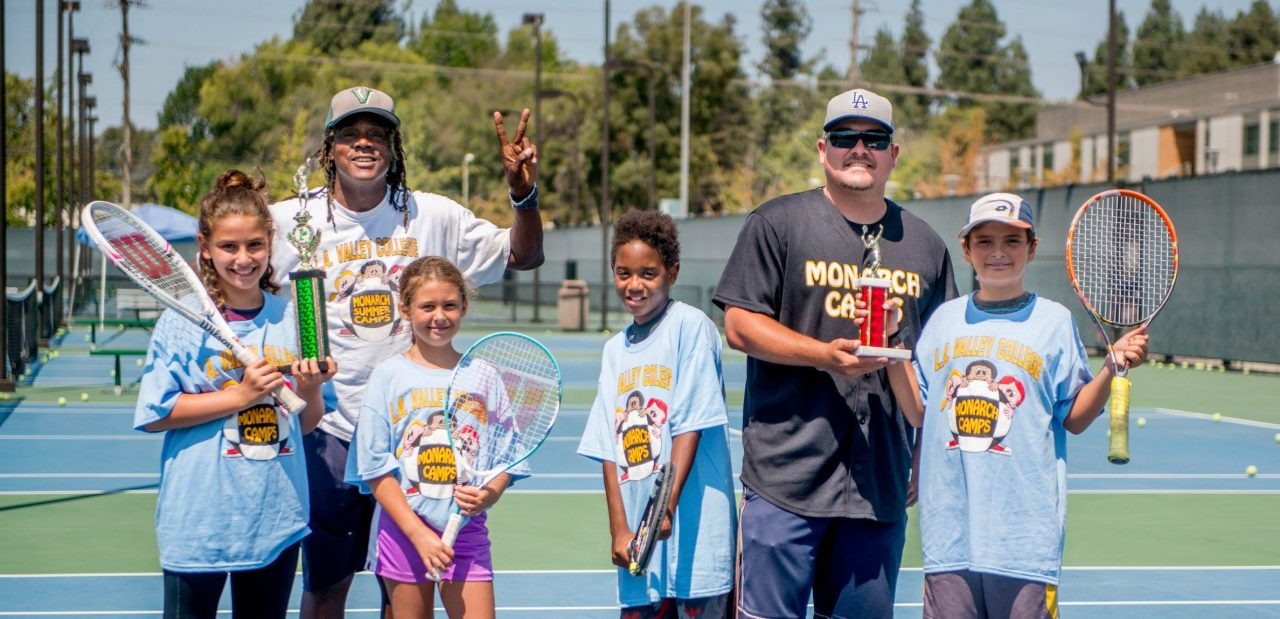 monarch-camps-summer-day-camp-in-los-angeles-tennis-camp-children-smiling-and-holding-tennis-rackets-1280x619.jpg
